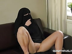 BIG BOOBS NIQAB GIR
