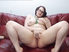 Yelling youthful babe gets all bare and starts rubbing her vag hole